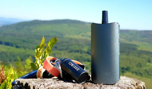 A picture of the davinci Iq and the herb chamber keyring up a hill